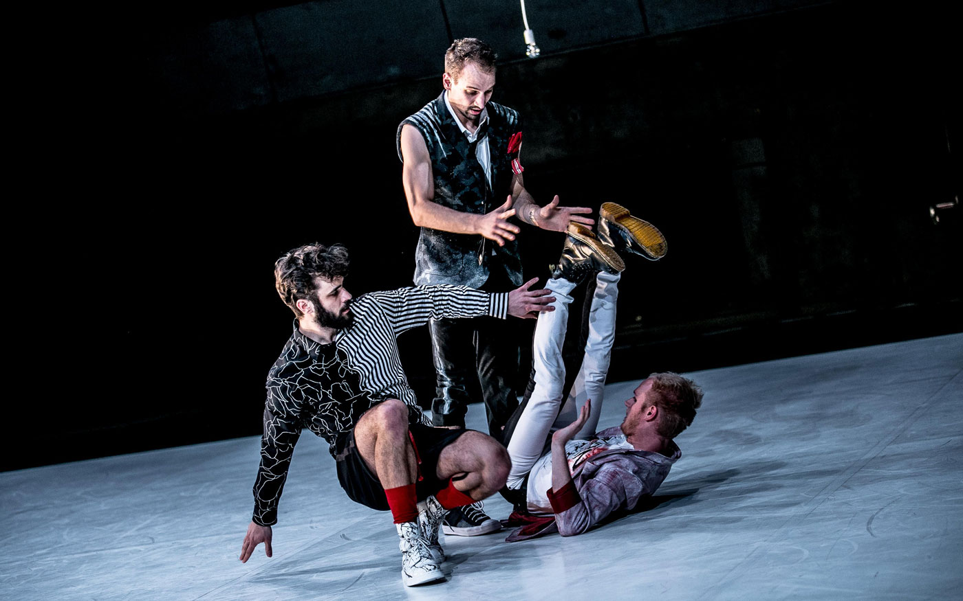 3 men in Timothy and the Things in László Fülöp's choreography Hunting