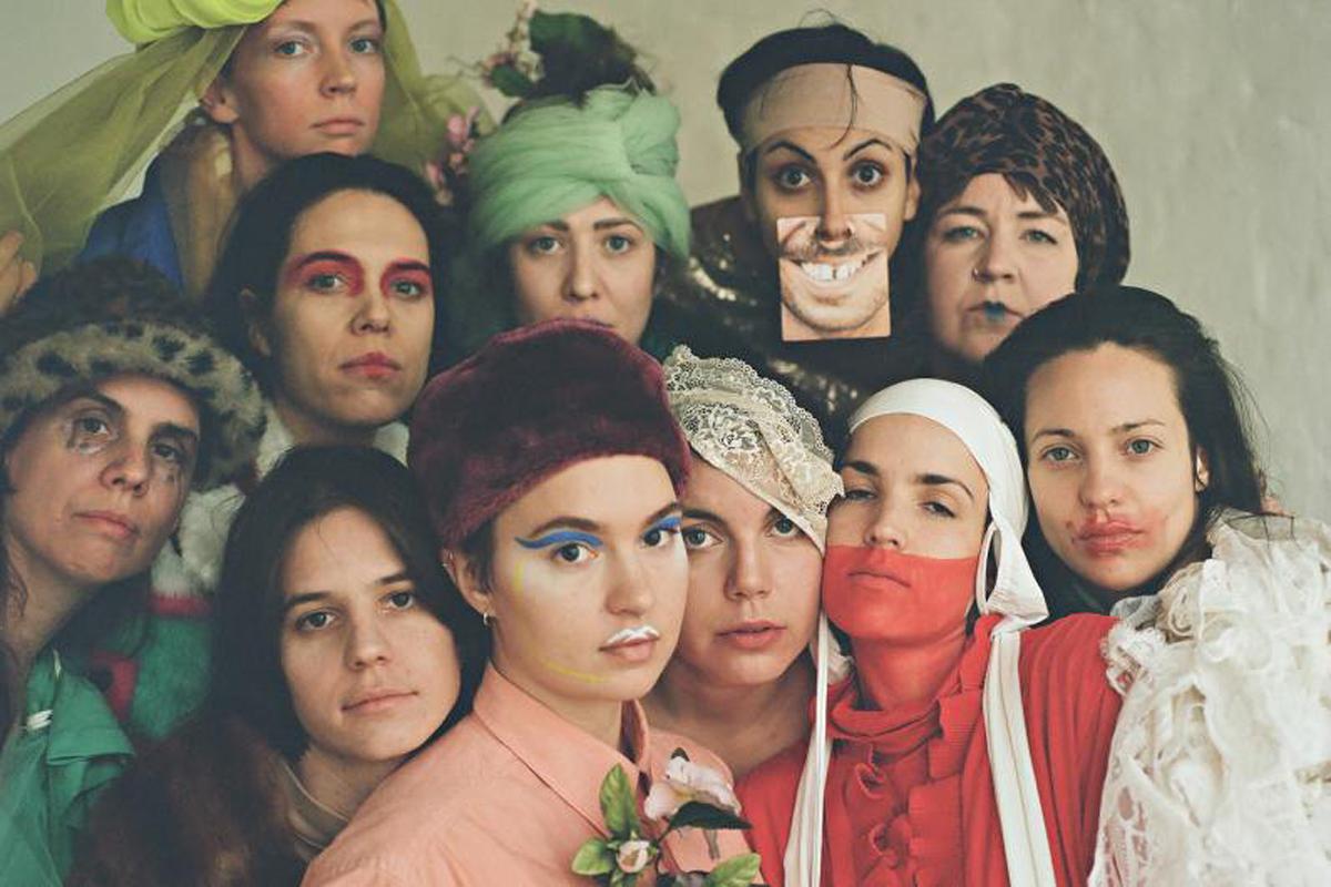 The non-binary performers of Veza Fernández's Wenn Auge Mund Wird