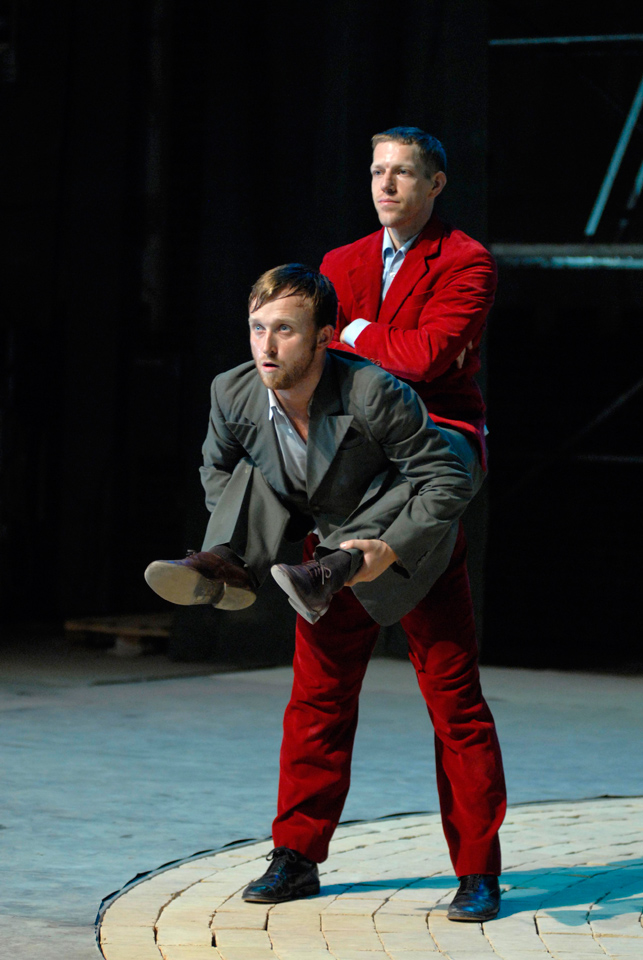 Damien Jalet and Luc Dunberry in Cherkaoui's D'Avant.