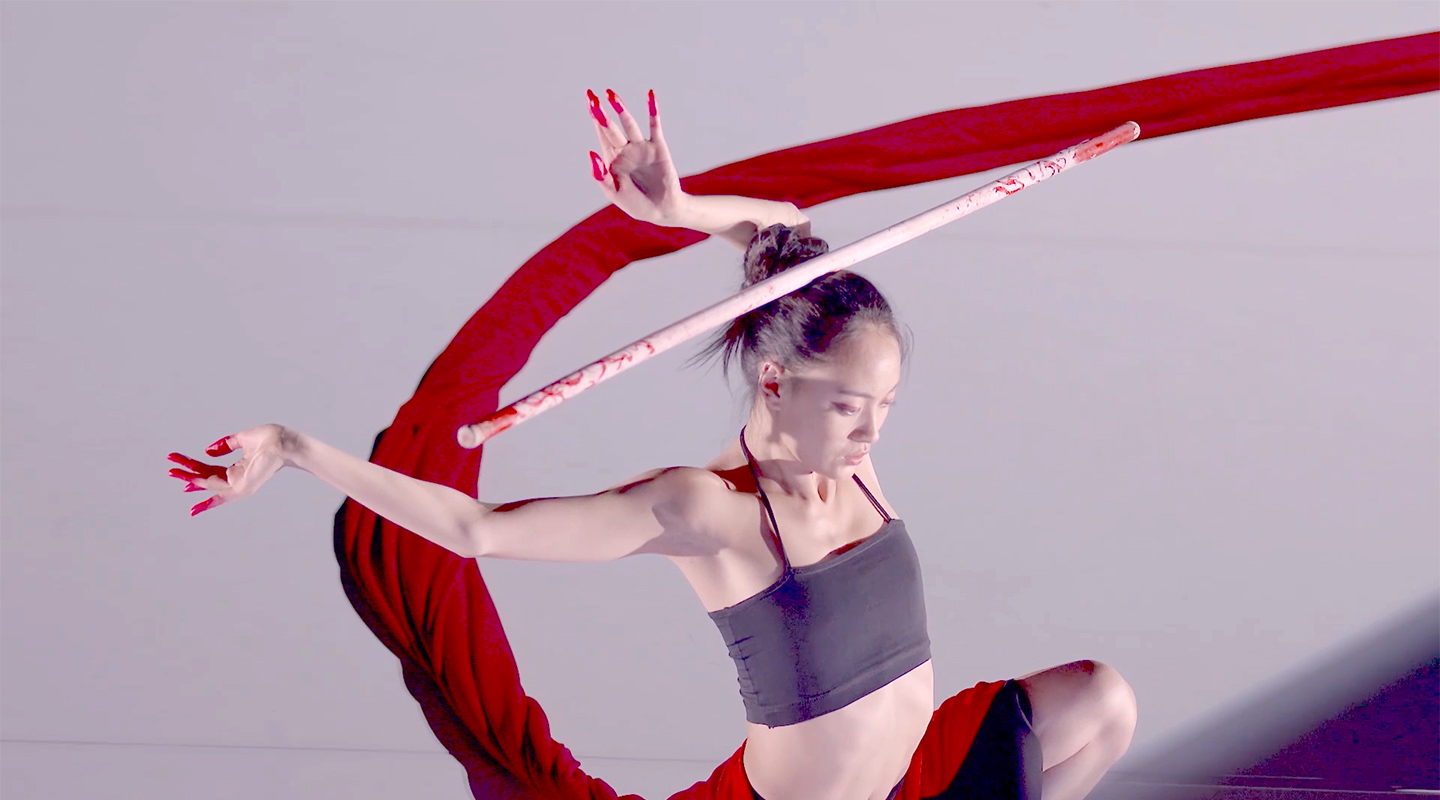Maya Jilan Dong in Whip (Akram Khan Company, Portraits in Otherness). Costume design by Marie Cantenys.