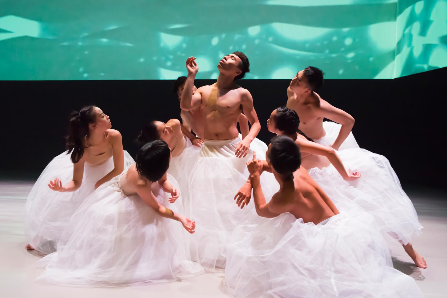B.Dance (Taiwan) in Po-tseng Chai's Floating Flowers. Photo © Chou Mo