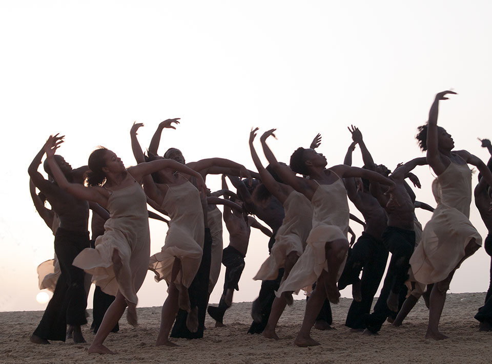 Spring 2020: École de Sable on the beach in Senegal, rehearse Bausch's Rite of Spring
