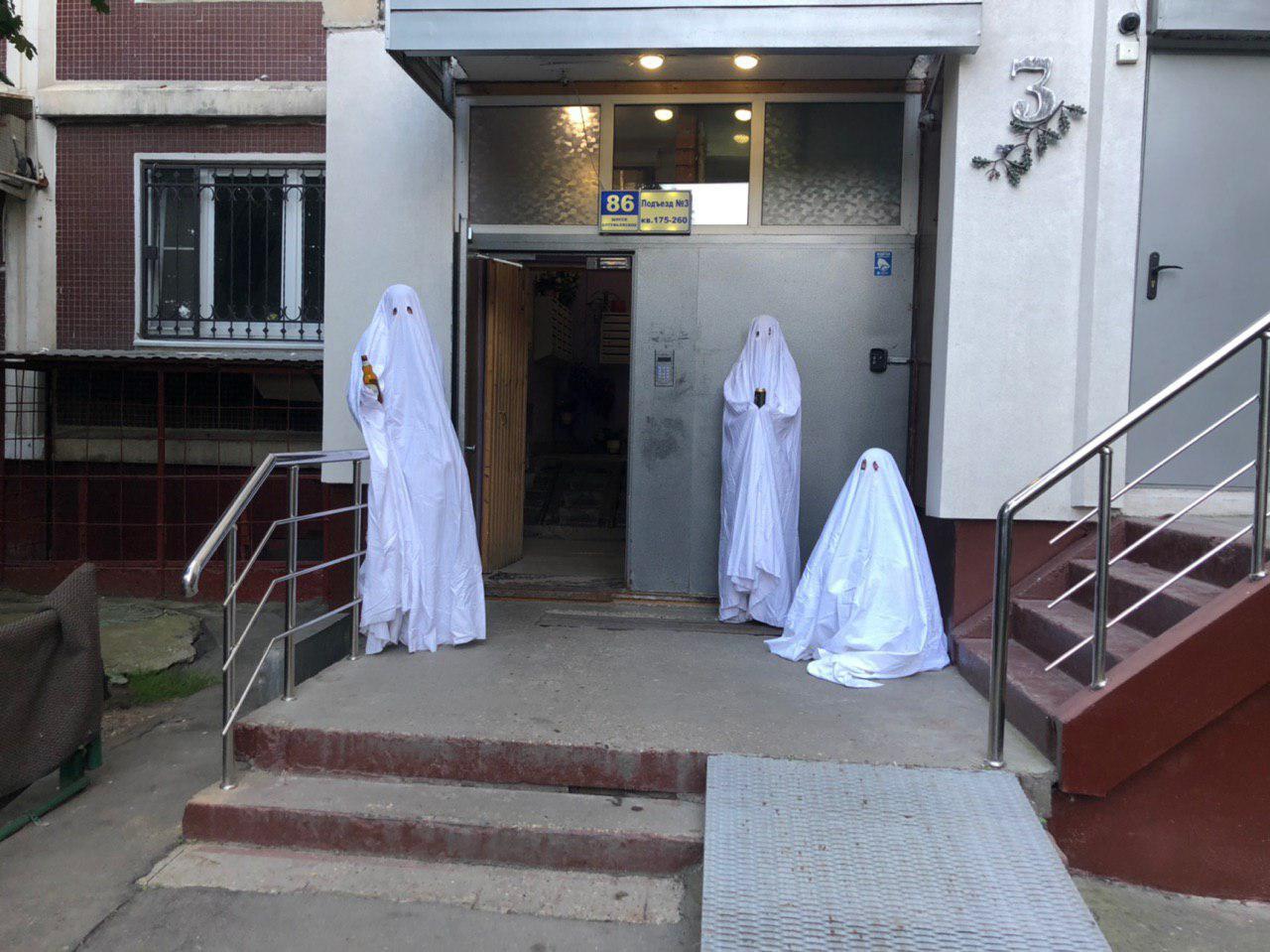 Olga Tsvetkova, Yana Isaenko, Tanya Podkorytova. Ghosts of Altufevo. Photo by concierge Edik